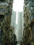 新旧高層の建物が立ち並ぶ香港ならではの風景